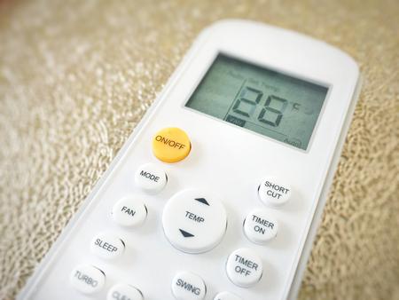 Foto de Display of an air conditioner remote control with temperature set at 26 degrees - Imagen libre de derechos
