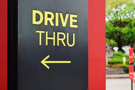 Photo pour yellow drive thru text with arrow - image libre de droit