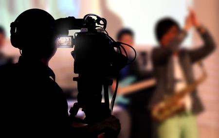 Foto de Cameraman shooting a live concert - Imagen libre de derechos