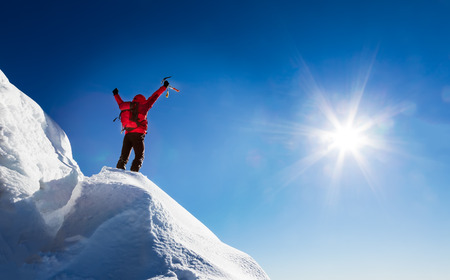 Foto de Mountaineer celebrates the conquest of the summit. Concepts: victory, success, achievement, triumph. - Imagen libre de derechos