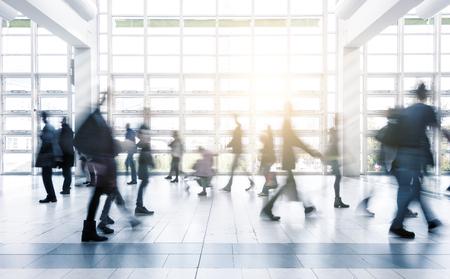 Foto de Blurred business people moving at a trade fair - Imagen libre de derechos