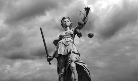 Foto de Black and white Statue of justice goddess (Justitia) with cloudy sky background - Imagen libre de derechos