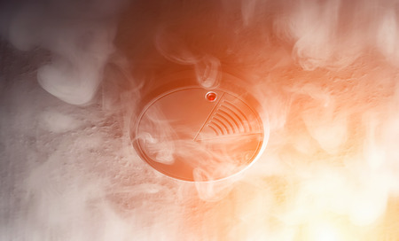 Photo pour smoke detector of fire alarm in action - image libre de droit