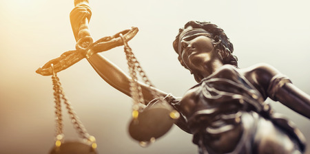 Photo pour The statue of justice symbol, legal law concept image - image libre de droit