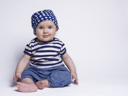 Photo pour Smiling baby in cute outfit - image libre de droit