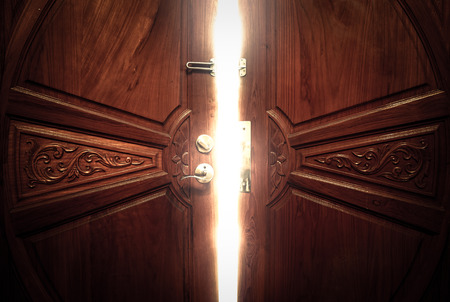 Photo pour open door light vintage - image libre de droit