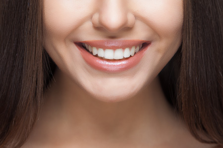 Photo pour Beautiful woman smile. Teeth whitening. Dental care. - image libre de droit