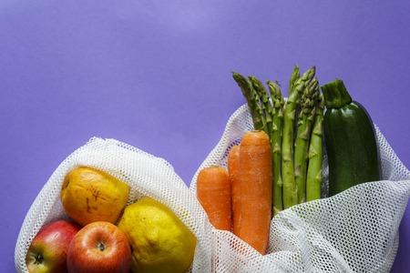 Photo pour Top view of Fruit and vegetables on reusable bags with copy space - image libre de droit