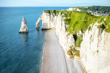 Photo pour Landscape view on the rocky coastline in Etretat - image libre de droit