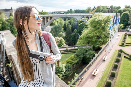 Photo pour Woman traveling in Luxembourg - image libre de droit