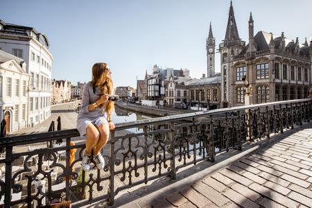 Foto de Woman traveling in Gent old town, Belgium - Imagen libre de derechos
