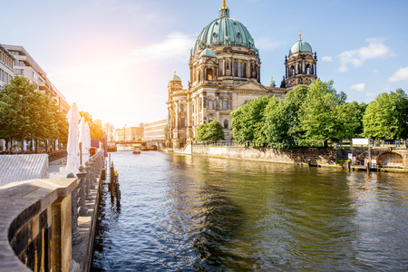 Foto de Sunrise view on the riverside with Dom cathedral in the old town of Berlin city - Imagen libre de derechos