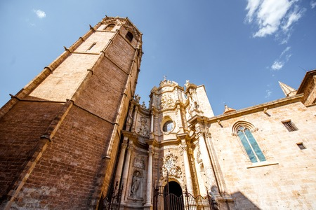 Foto de View on the cathedral of the assumption of Our Lady of Valencia in the old town of Valencia city, Spain - Imagen libre de derechos