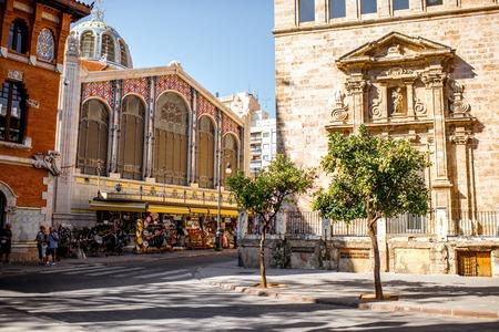 Photo pour Street view with saint Joan church and famous food market Central in Valencia city, Spain - image libre de droit