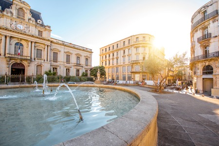 Foto de City view on Martyrs square with old buildings and fountain during the morning light in Montpellier city in southern France - Imagen libre de derechos