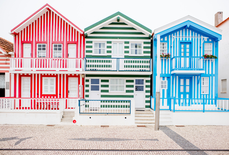 Photo pour View on the beautiful colorful house facades on the Costa Nova beach in Portugal - image libre de droit