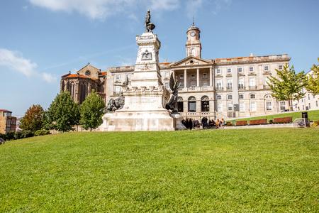 Photo pour View on the Infante Dom Henrique square in Porto city, Portugal - image libre de droit