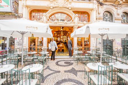 Photo pour PORTO, PORTUGAL - September 25, 2017: View on the entrance of famous Majestic cafe in Porto city, Portugal - image libre de droit