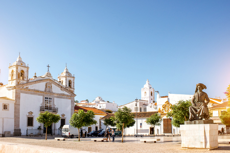 Photo pour Cityscape view on the center of the old town with santa Maria church in Lagos on the south of Portugal - image libre de droit