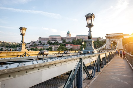 Foto de Beautiful cityscape view on the famous Chain bridge on Danube river during the sunset in Budapest city, Hungary - Imagen libre de derechos