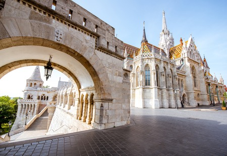 Foto de Morning view on the arch of Fishermans bastion and Mattias church in Budapest, Hungary - Imagen libre de derechos