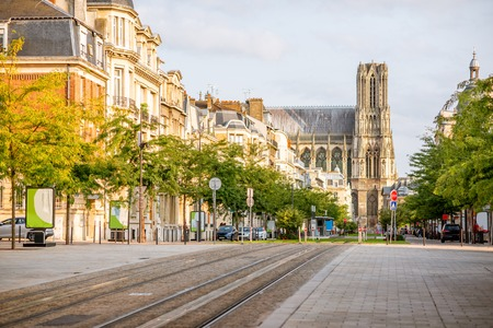Photo pour Street view with famous cathedral in Reims city in Champagne-Ardenne region, France - image libre de droit