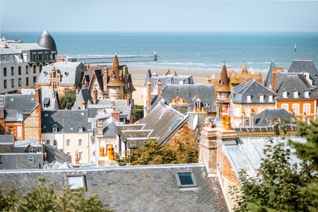 Photo pour Top view of Trouville city with rooftops of luxury houses and ocean on the background in France - image libre de droit