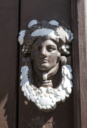 Photo pour Old metal knocker door with a human face on an old door in the historic centre of Braganca, Portugal - image libre de droit