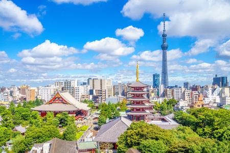Photo pour Aerial view of tokyo city with senso temple in japan - image libre de droit