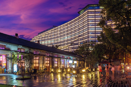 Foto per night view of songshan cultural park in taipei - Immagine Royalty Free