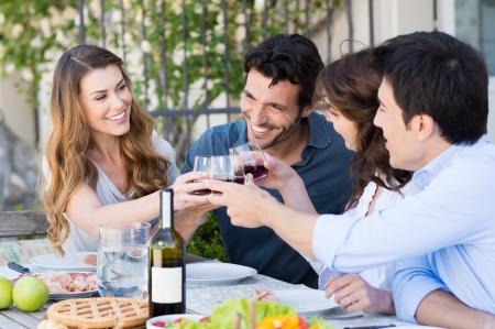 Foto de Happy Young Friends Eating Together Outdoor - Imagen libre de derechos
