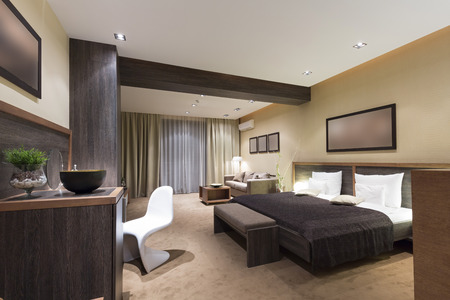 Photo pour Modern luxury bedroom interior - image libre de droit