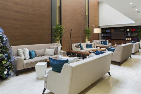 Foto de Modern luxury hotel lobby - Imagen libre de derechos