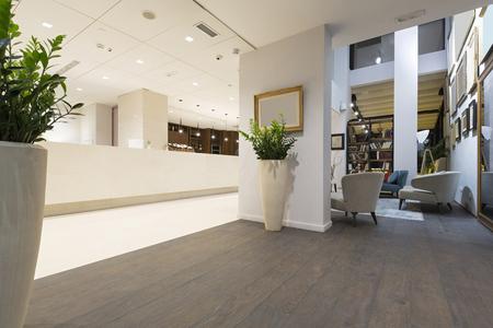 Foto de Luxury hotel lobby interior - Imagen libre de derechos
