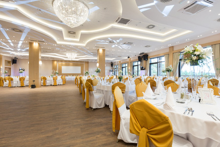 Foto de Wedding hall or other function facility set for fine dining  - Imagen libre de derechos