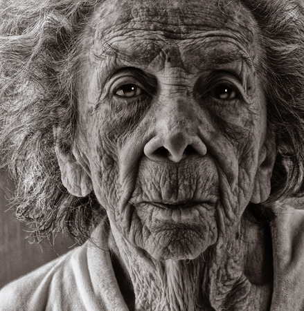 Photo pour Very emotional Black and White Image of a Old woman - image libre de droit