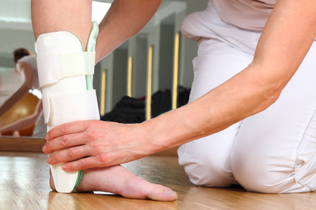 Photo pour A Orthopedist  with Patient and Ankle orthosis - image libre de droit