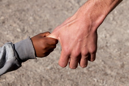 Photo pour A Refugee child on Hand of a Helper - image libre de droit