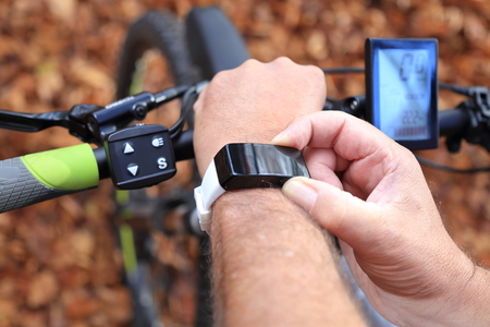 Photo pour A Smartwatch and a E-Mountainbike - image libre de droit