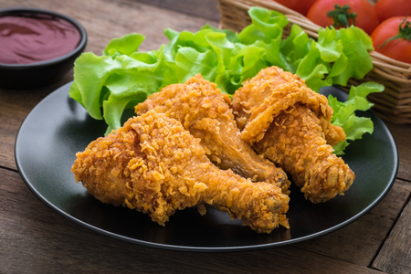 Foto per Crispy fried chicken on plate and dip sauce - Immagine Royalty Free