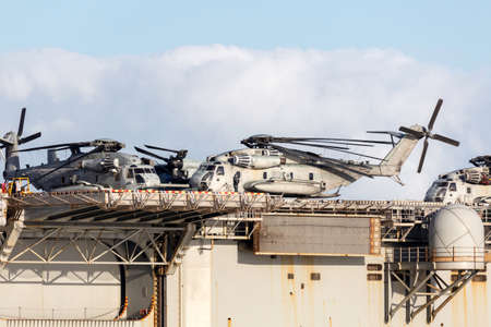 Foto de Melbourne, Australia - August 30, 2017: Sikorsky CH-53 heavy lift transport helicopters from the United States Marine Corps (Marine Expeditionary Unit) on the deck of Untied States Navy Wasp class amphibious assault ship the USS Bonhomme Richard (LHD-6). - Imagen libre de derechos
