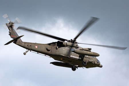 Foto de Payerne, Switzerland - September 1, 2014: Austrian Armed Forces (Austrian Army) Sikorsky S-70A-42 Blackhawk military helicopter 6M-BG. - Imagen libre de derechos