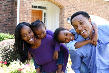 Foto de African American family together outside their home - Imagen libre de derechos
