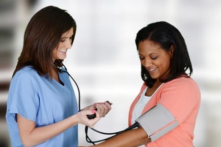 Foto de Nurse with a patient in the hospital - Imagen libre de derechos