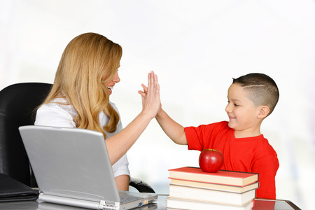 Foto de Student and teacher high five in class - Imagen libre de derechos