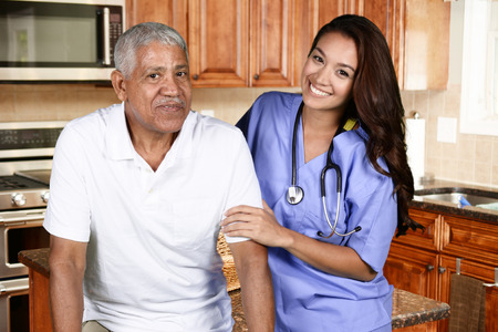Foto de Home health care worker and an elderly man - Imagen libre de derechos