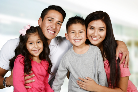 Photo pour Young hispanic family who love being with each other - image libre de droit