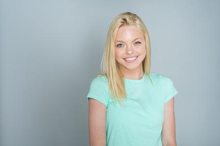 Foto de Caucasian teen girl modeling in a portrait session - Imagen libre de derechos