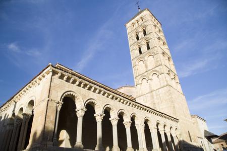 Photo pour Romanesque columns of the Church of St. martin in segovia, Spain - image libre de droit