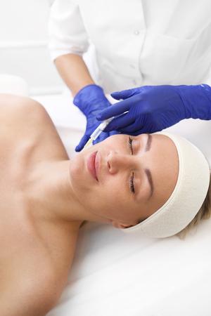 Photo pour Vampire facelift. Plasma injection. A rejuvenating treatment. - image libre de droit